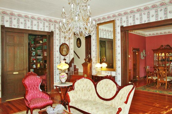 The Queen Anne Bed & Breakfast : View fromthe  parlor towards library, stairs and dining room