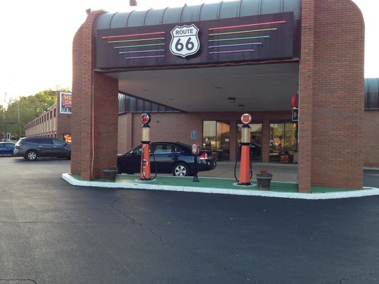 Route 66 Hotel And Conference Center: Front of the building
