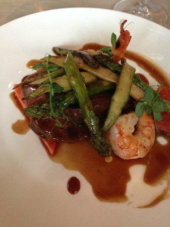 Gogärtchen: Hauptspeise, Steak mit Scampi und Gemüse