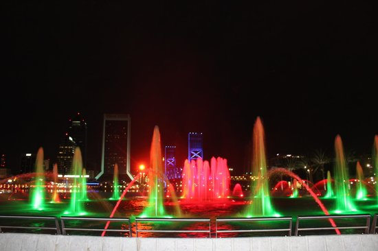 Friendship Fountain : The fountain at night on Christmas time