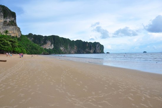 Aonang Villa Resort: Beach front view