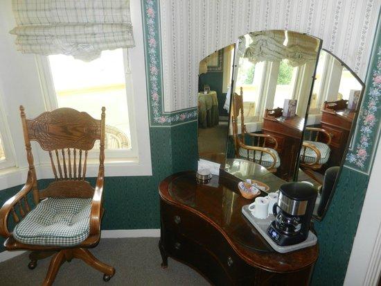 The Groveland Hotel : Lotta Crabtree Room (Number 6)