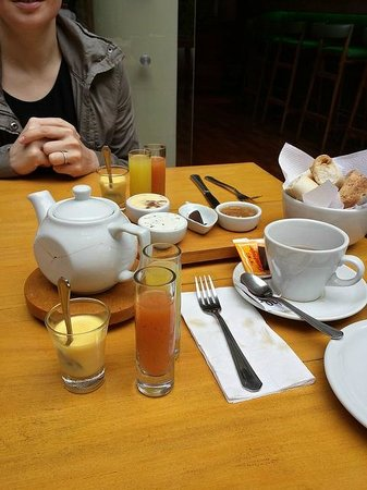 Home Hotel Buenos Aires: Delightful breakfast.
