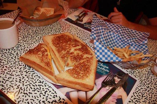 Roxy's Diner : Cheese sandwich