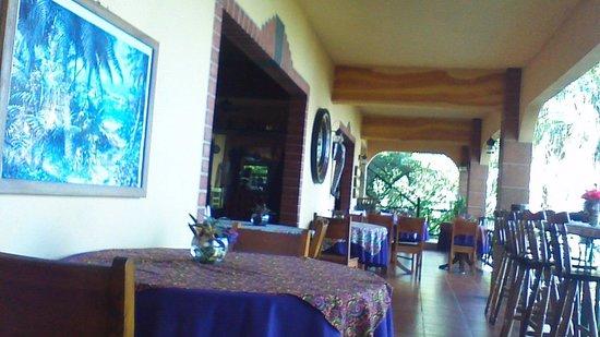 Mango Moon Villa : dining room