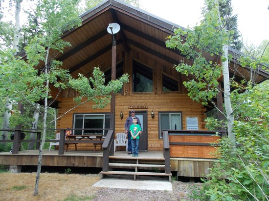 Glacier Wilderness Resort: Our cabin: Pyramid