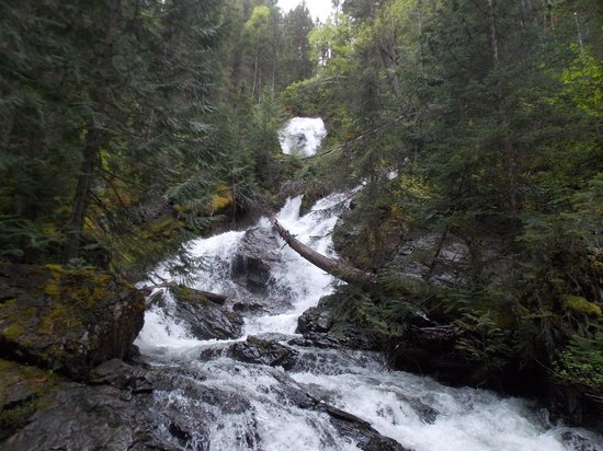 Glacier Wilderness Resort: short walk to this waterfall on the property
