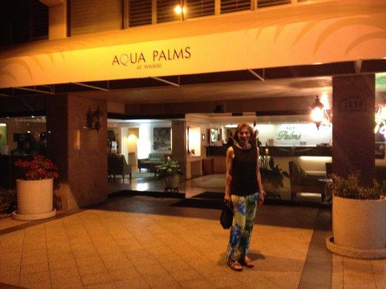Aqua Palms Waikiki: Hotel Entrance