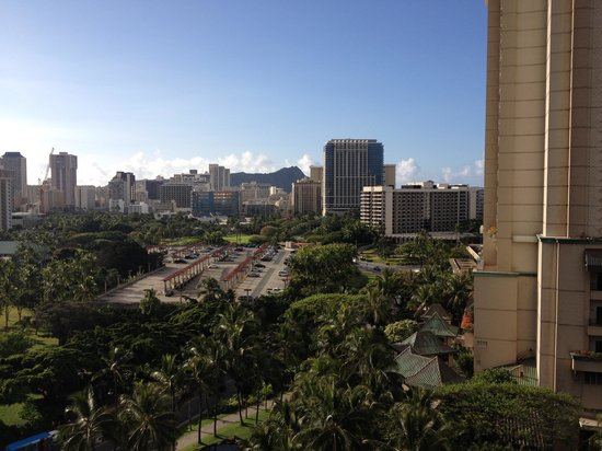Aqua Palms Waikiki: View from a Diamond Head/Oceanview room