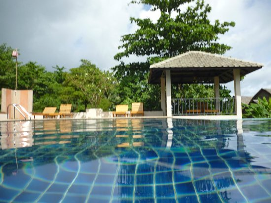 Soontreeya Lanta: pool