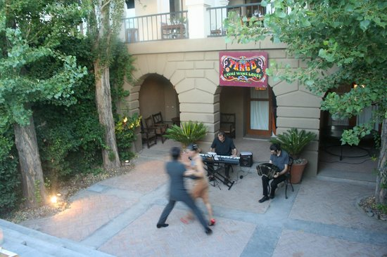 Cavas Wine Lodge: Tango show