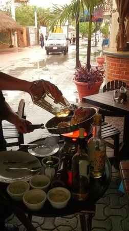 Carboncitos: Preparing a mayan lobster!!!!