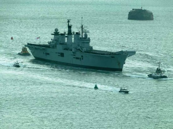 Spinnaker Tower: View of HMS Illustrious returning to Portsmouth Harbor