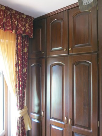 Agriturismo Gigliotto: Large wardrobe (room 103)