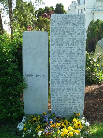 Central Cemetery (Zentralfriedhof): Abundante texto