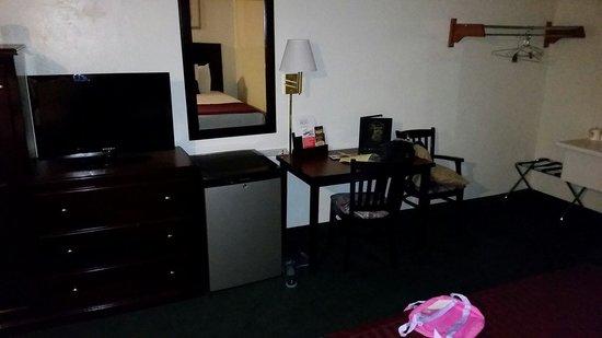 Super 8 Anaheim Near Disneyland: Room 245