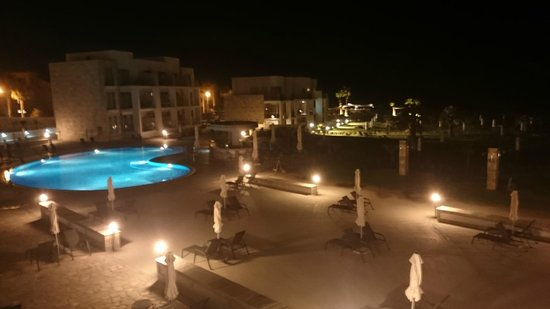 Amphora Hotel & Suites: widok na basen
