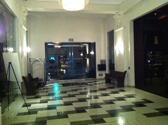 Padre Hotel: Lobby upon entering