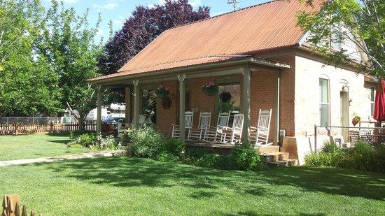 Cali Cochitta Bed & Breakfast : Front porch