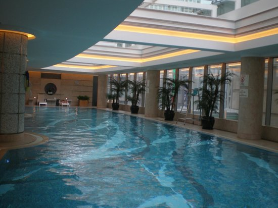 Shanghai Marriott Hotel City Centre: linda piscina