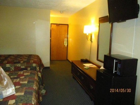 Mohican Little Brown Inn: 2 entrances