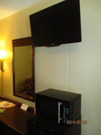 Mohican Little Brown Inn: good new tv