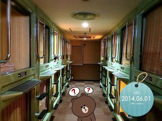 Shinjuku Kuyakushomae Capsule Hotel : 部屋?を外から