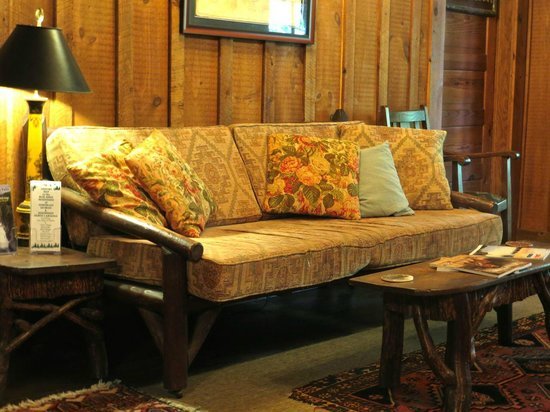 Lake Rabun Hotel & Restaurant: 2ND floor sitting area