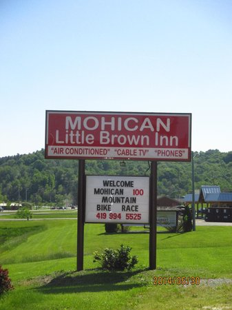 Mohican Little Brown Inn: nice welcoming sign