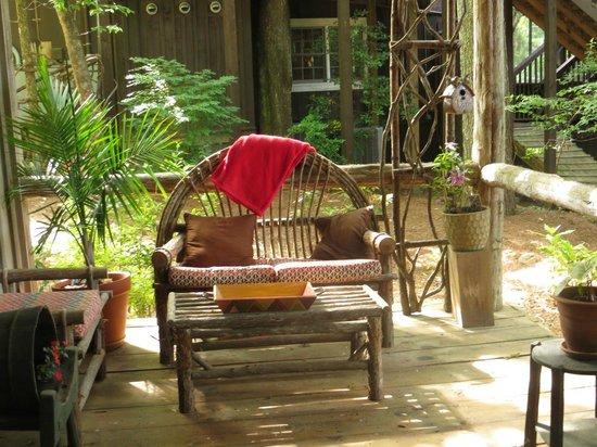 Lake Rabun Hotel & Restaurant : Front Porch of Cottage