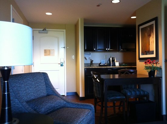 Homewood Suites by Hilton Phoenix Chandler Fashion Center: View of kitchenette