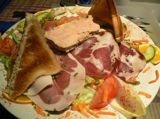 Pizzeria de la Baie : salade terre et mer