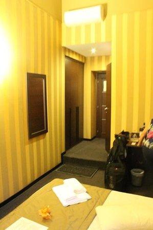 Domus RomAntica: very good size room