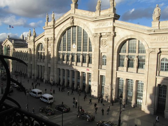 Ibis Paris Gare du Nord: vista desde el balcon de mi habitación - Estación Gare du Nord