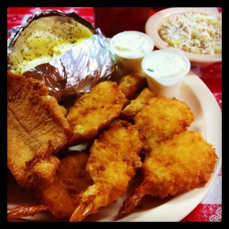 Gumlog Barbecue: catfish, butterfly shrimp, hushpuppies, baked potato, cole slaw, yum!!