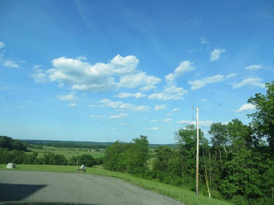 The Lodges at Gettysburg: view driving away from front desk building