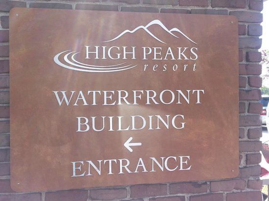 High Peaks Resort: Waterfront Access