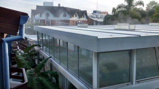 Aguasol Apart Hotel: área externa às piscinas térmicas