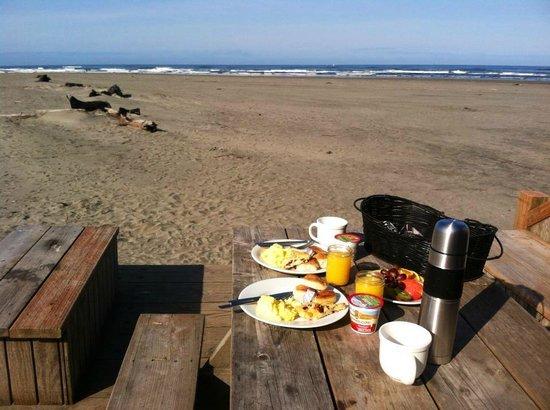 Inn at Discovery Coast: Breakfast Al Fresco!