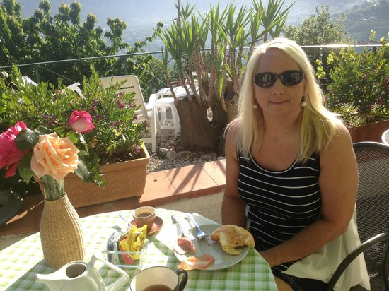 Villa Monica B&B: Best breakfast in town and did I mention the view!