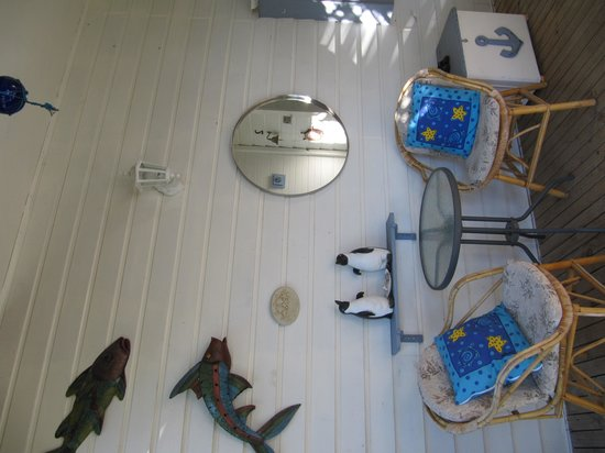 Seas The Day B&B: Driftwood room entrance/porch area