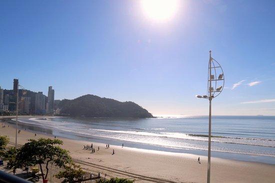 D'Sintra Hotel: Vista das piscinas externas, lado norte da praia.