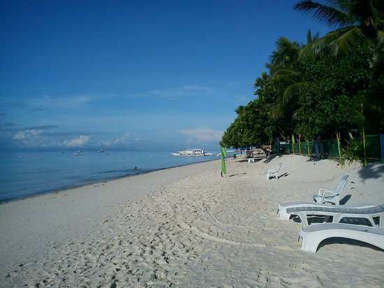 Dumaluan Beach Resort: the beach