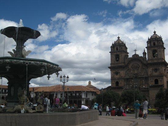 Plaza de Armas (Huacaypata): Plaza fountain