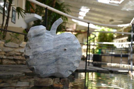 La Fontana Havana : Art Sculpt in the Bar Lounge Pond. Natural sunlight at 4pm.