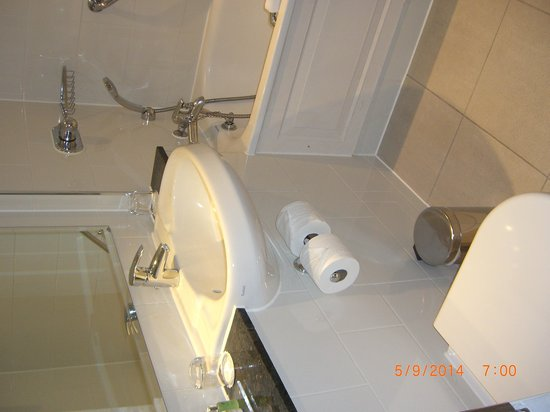 The Grosvenor Hotel : Bathroom.