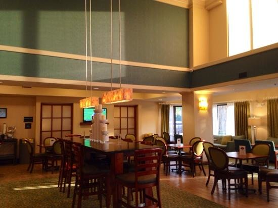 Hampton Inn Jacksonville/Ponte Vedra Beach-Mayo Clinic Area: lounge doubles as breakfast area