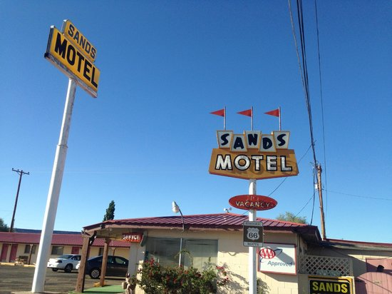 Sands Motel: Signs and office