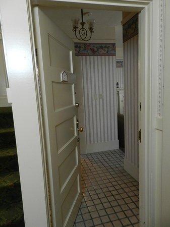 Petite Auberge: Bedroom Entryway