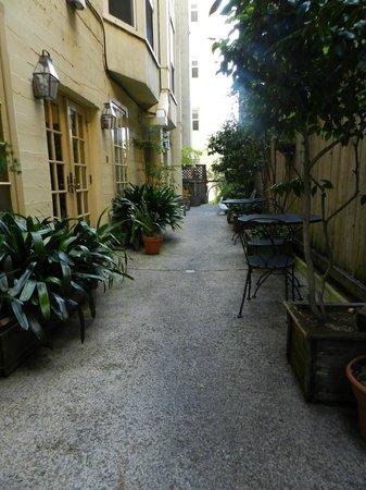 Petite Auberge: Outdoor Patio